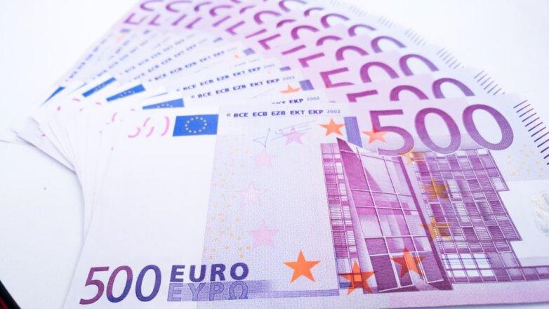 Деньги, банкноты, 500 евро