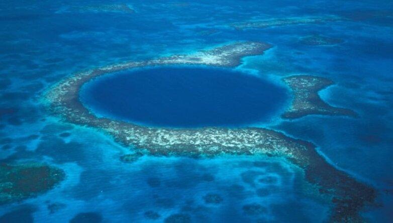 Большая Голубая дыра в Карибском море