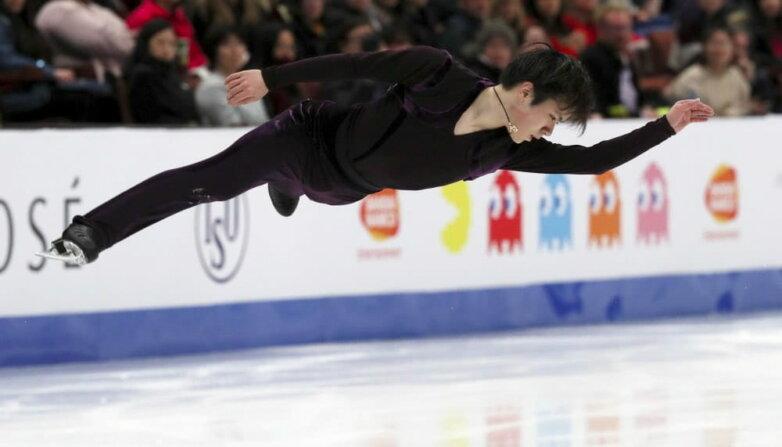 Японский спортсмен Сёма Уно во время выступления в короткой программе мужского одиночного катания на чемпионате четырех континентов в Анахайме