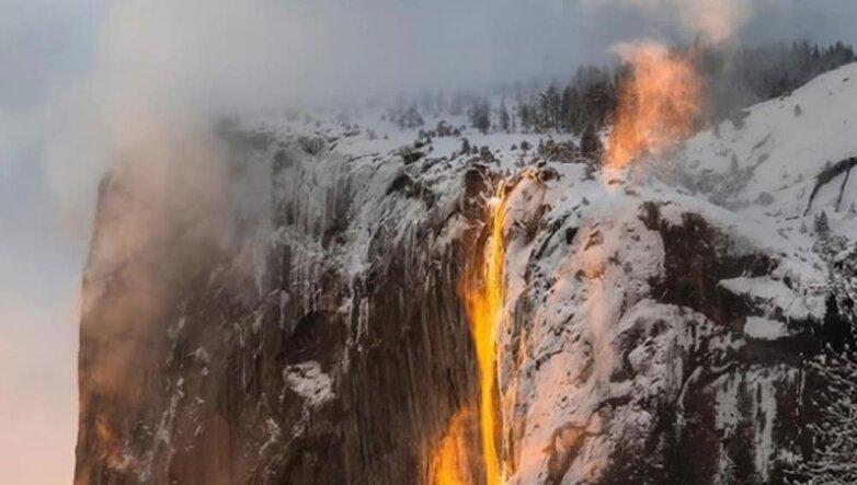 «Огненный водопад» в Йосемитском национальном парке, Калифорния, США