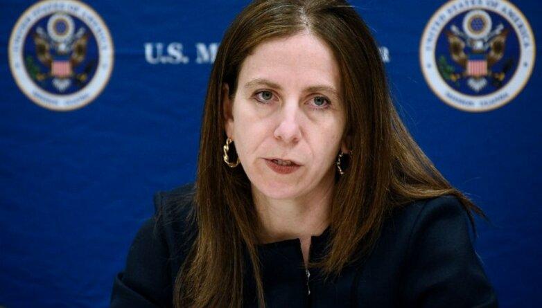 Замминистра финансов США по финансовой разведке и противодействию терроризму Сигал Манделкер