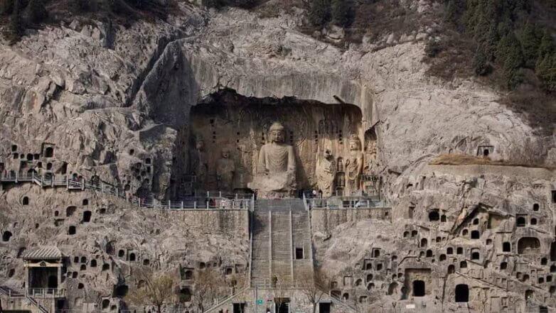 Пещерный храм Лунмэнь рядом с городом Лоян в провинции Хэнань