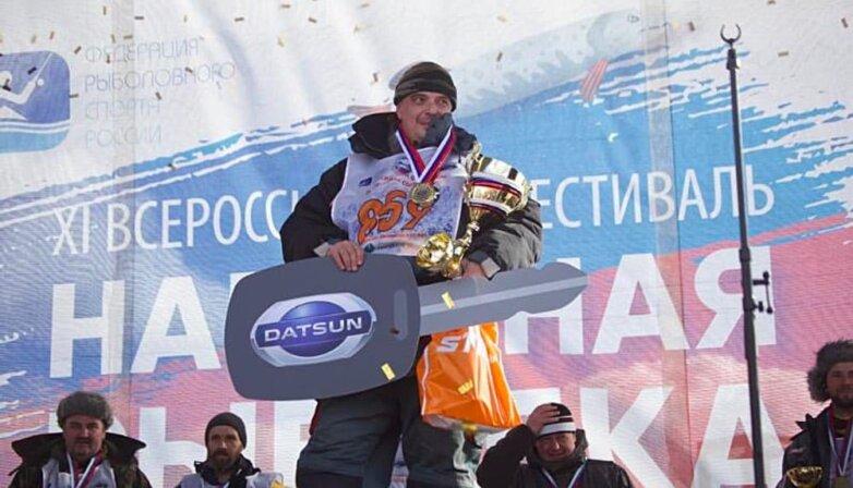 """Рыболов получил автомобиль Datsun на фестивале """"Народная рыбалка"""""""