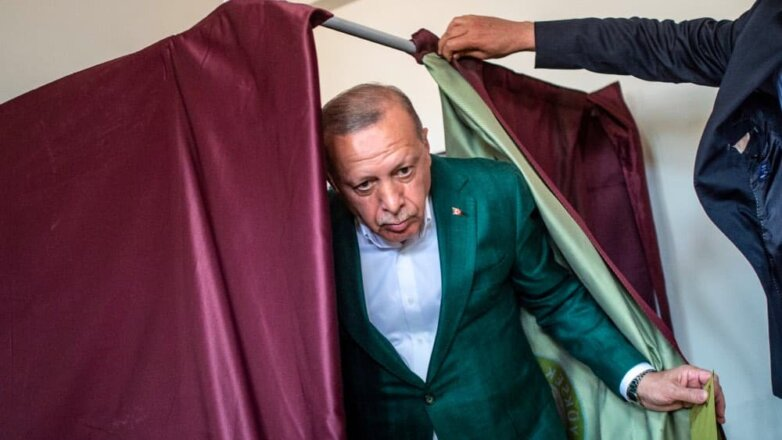 Президент Турции Реджеп Тайип Эрдоган проголосовал на муниципальных выборах в Стамбуле