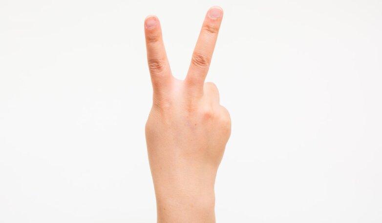 рука победа два пальца