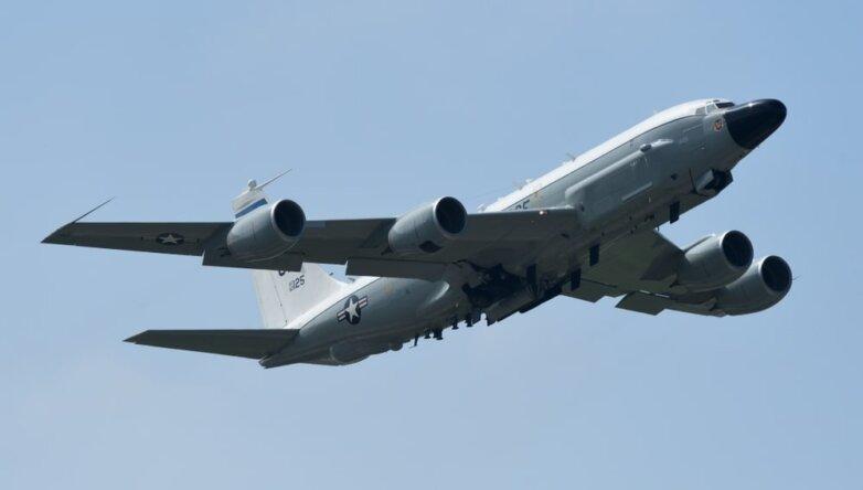 Американский самолет радиоэлектронной разведки Boeing RC-135