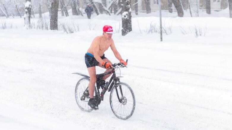 Снегопад зима велосипедист