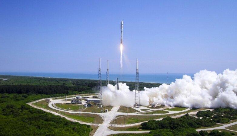 Старт ракеты-носителя Atlas-5 с космодрома на мысе Канаверал