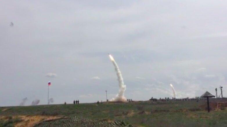 Пуск ракет комплекса ПВО С-300