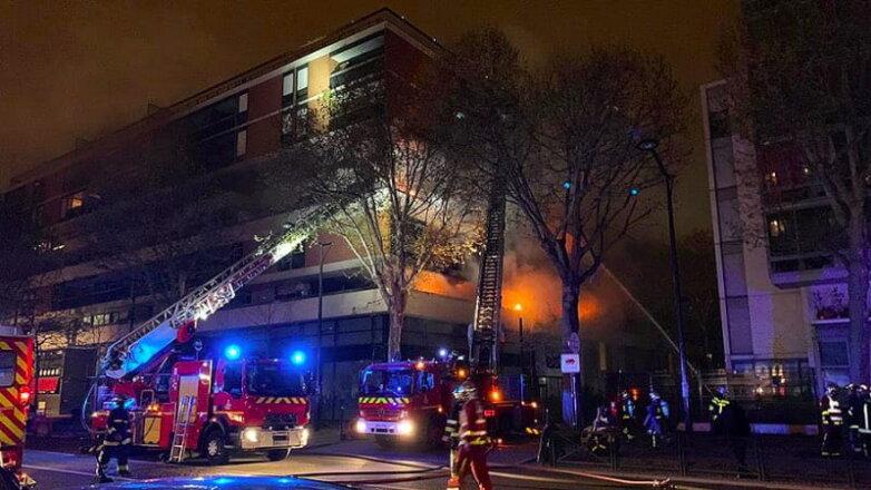 В Париже в жилом доме мощный взрыв и пожар