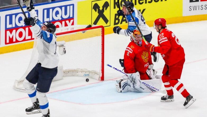 Гол в ворота сборной России в матче 1/2 финала чемпионата мира по хоккею между сборными командами России и Финляндии