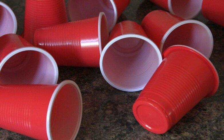 Пластиковая посуда, стакан