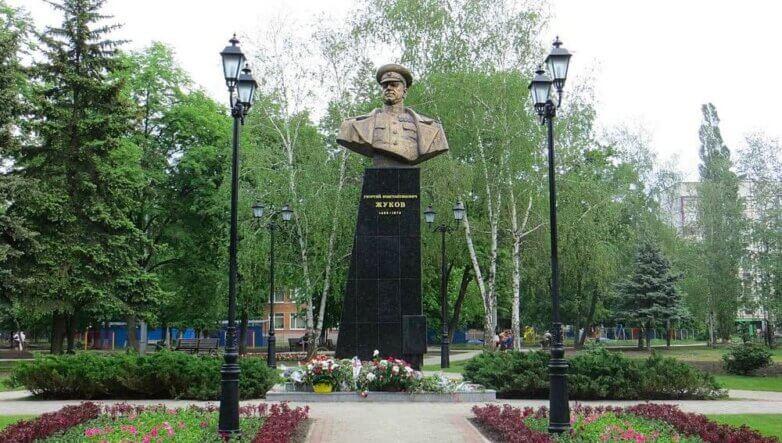 Памятник маршалу Жукову в Харькове