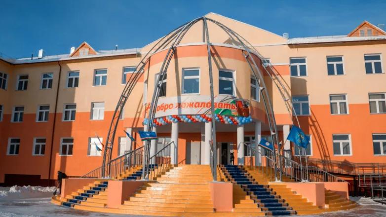 Новая школа в Покровске (Якутия), построенная в 2018 году