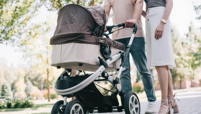 Семья ребёнок младенец детская коляска