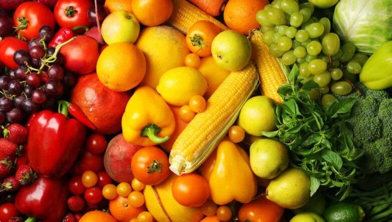 Овощи и фрукты красно желто зеленые
