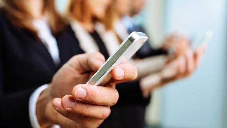 Бизнесмен чиновник банкир телефон смартфон