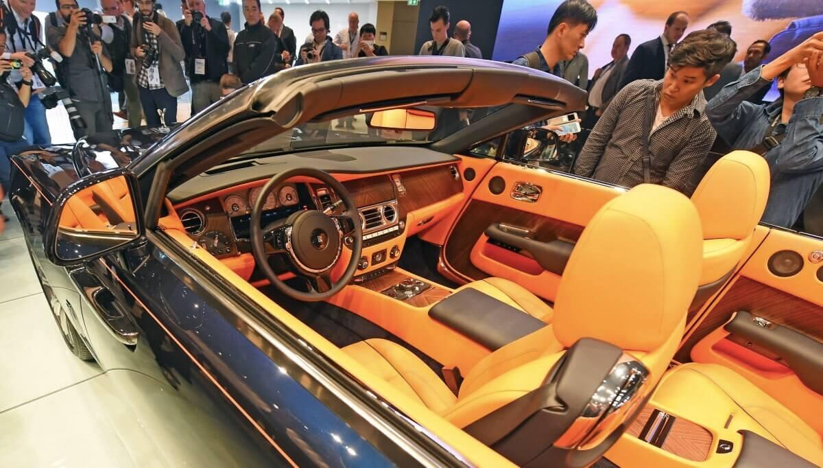 Четырехместный кабриолет Rolls-Royce Dawn