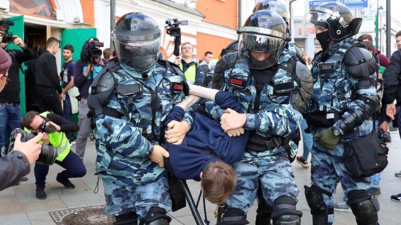 Задержание участника несогласованной акции в Москве
