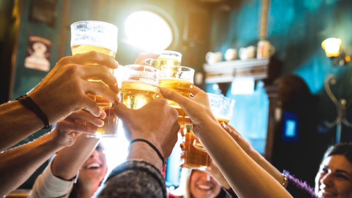 Алкоголь пиво бар паб пьющие выпивающие