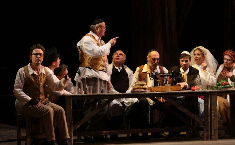 Сцена из спекталя «Поминальная молитва» Григория Горина