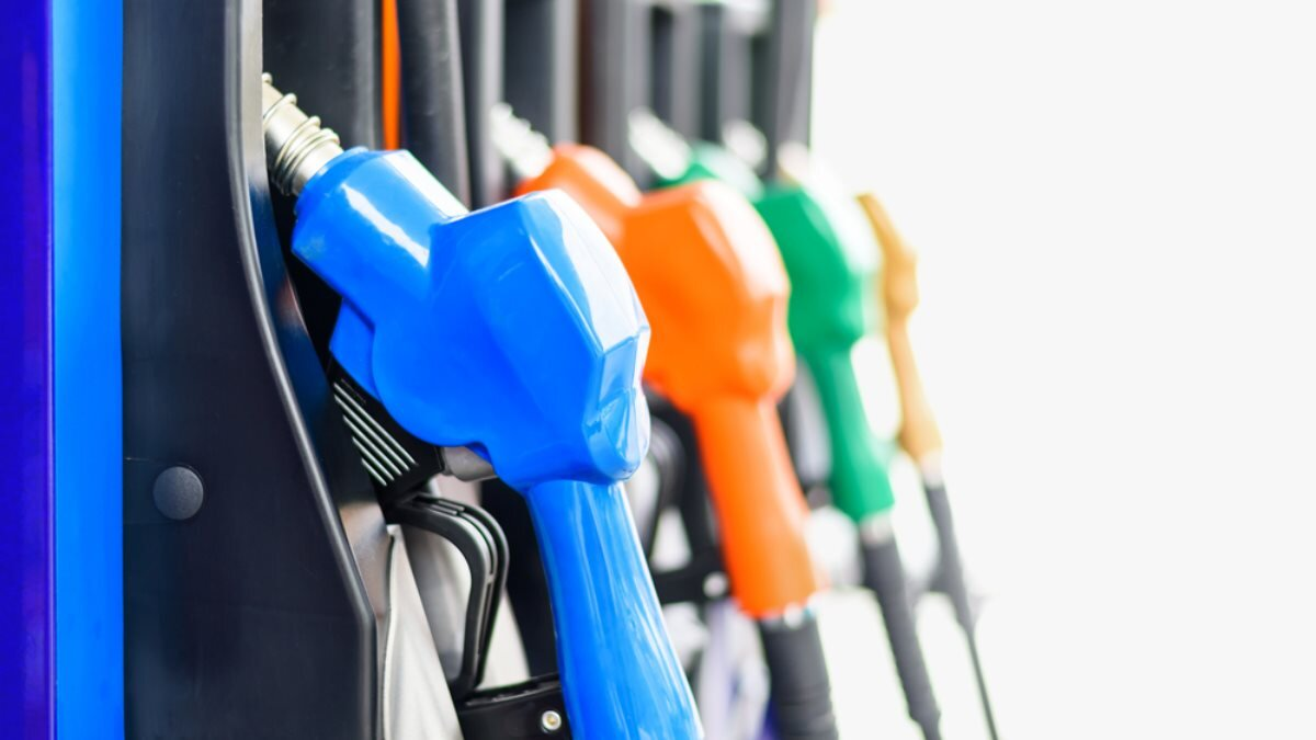 Заправка бензин дизель топливо светлый фон