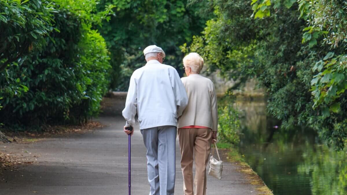 Пожилая пара старость пенсионеры