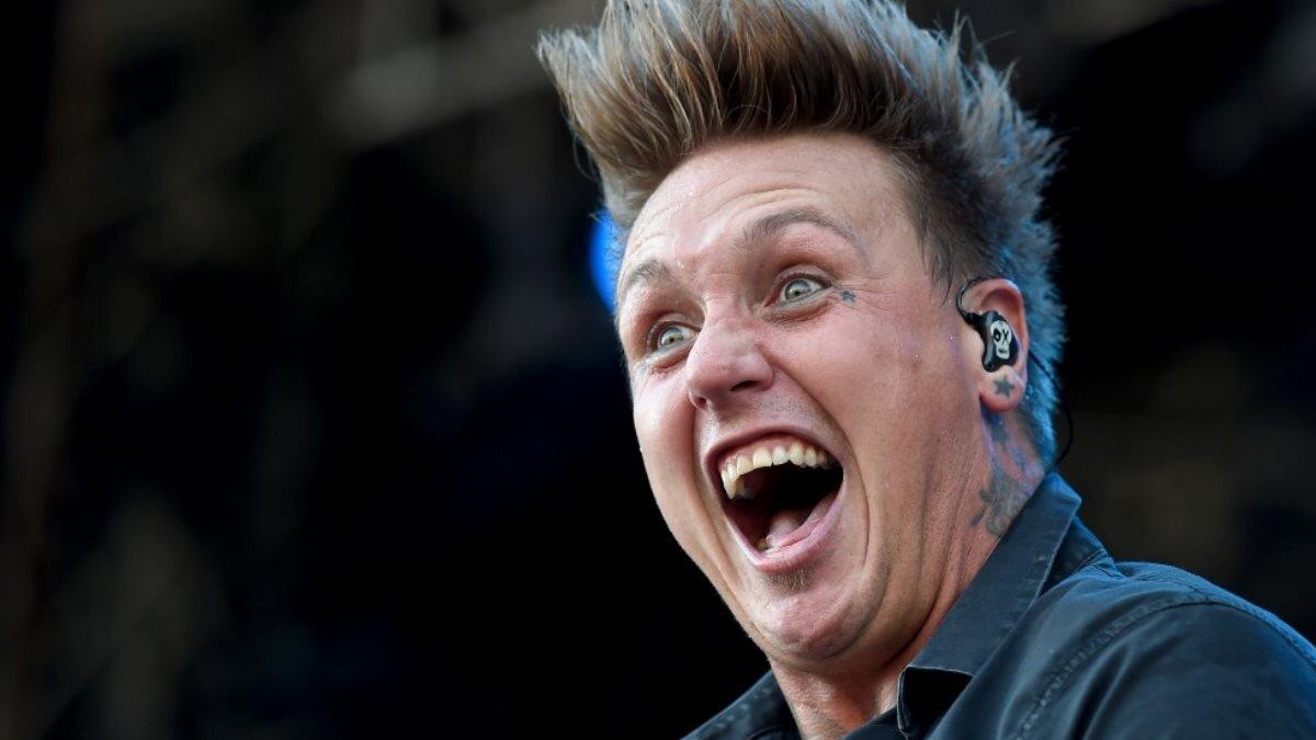 Вокалист группы Papa Roach Джекоби Дакота Шэддикс