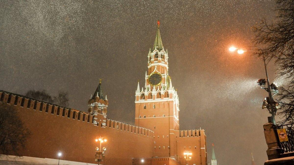 Погода снегопад метель город Москва Кремль
