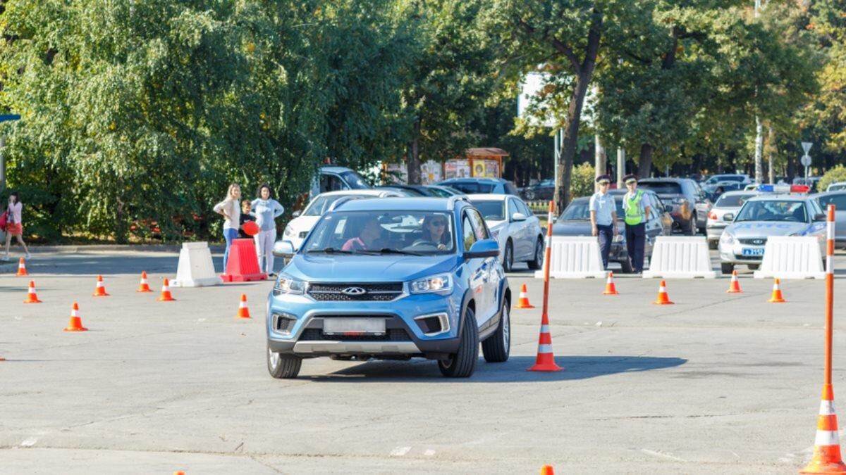 Автошкола сдача экзамена на водительские права учебная машина площадка один