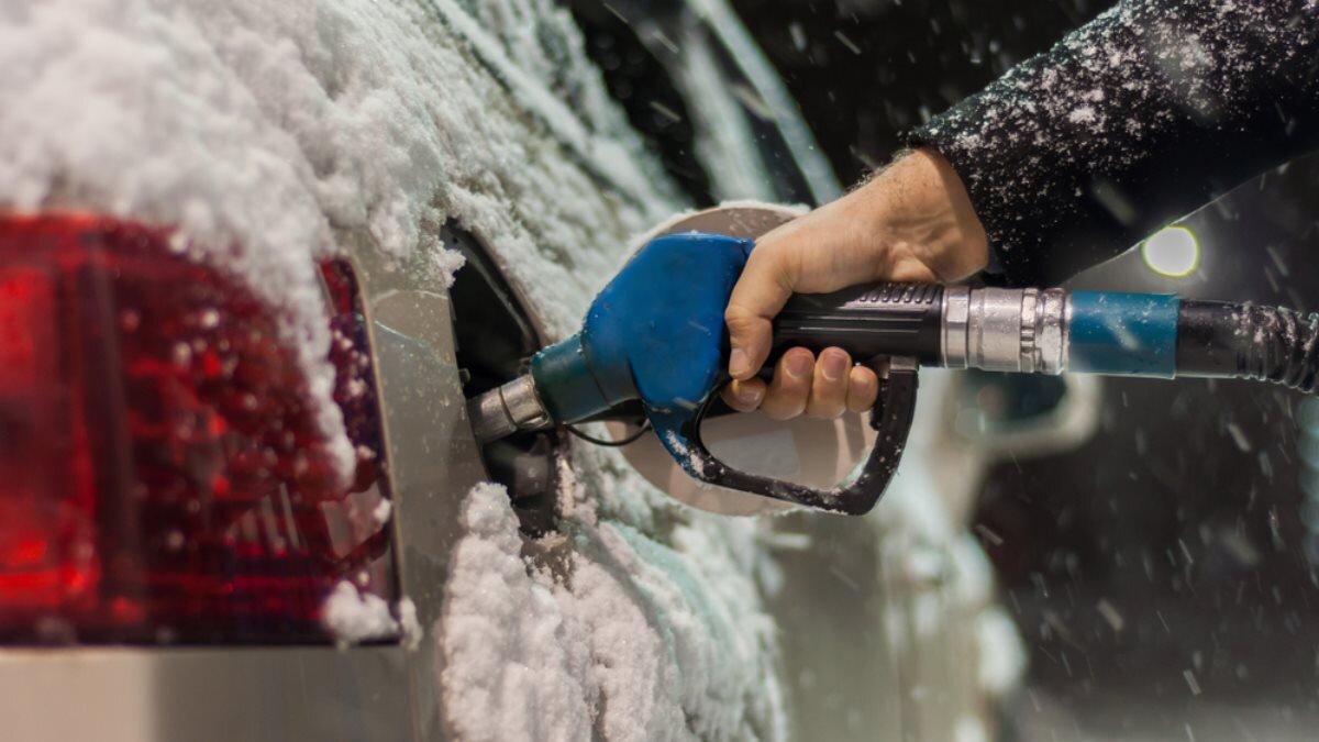 Заправка зима автомобиль