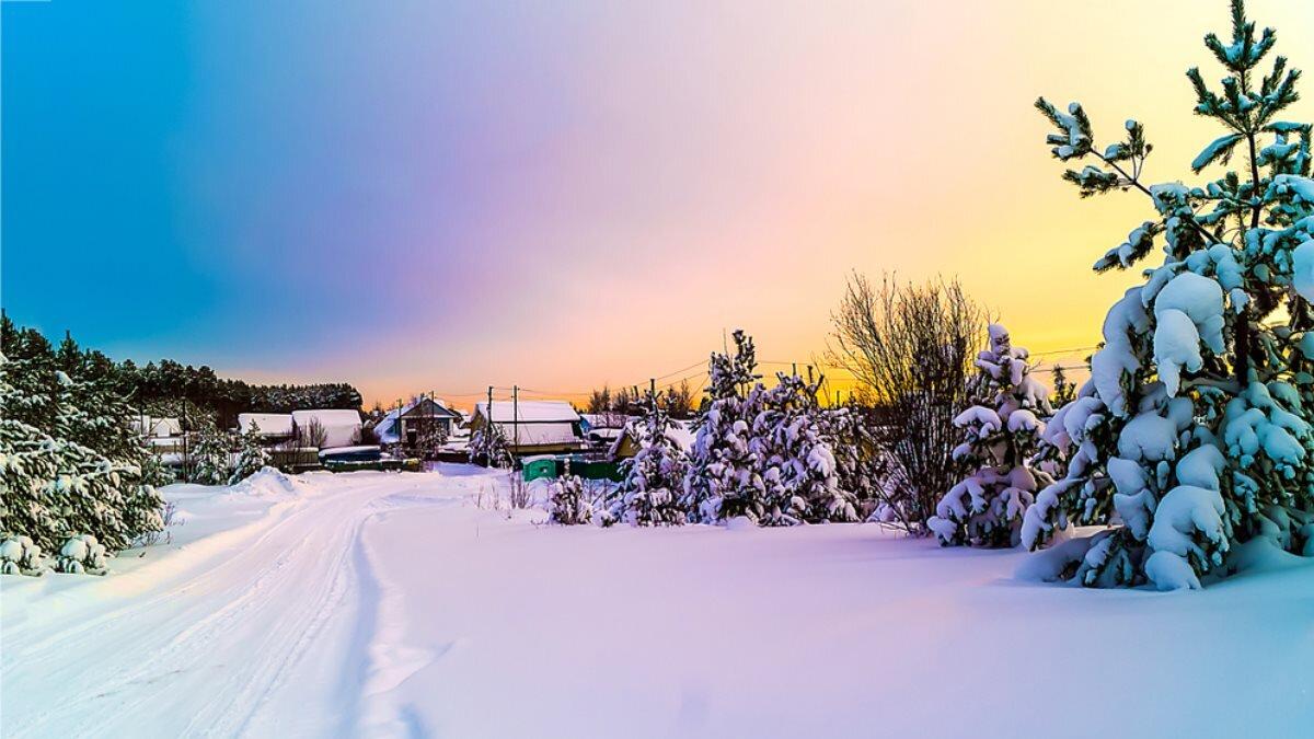 Дома в деревне зимой.