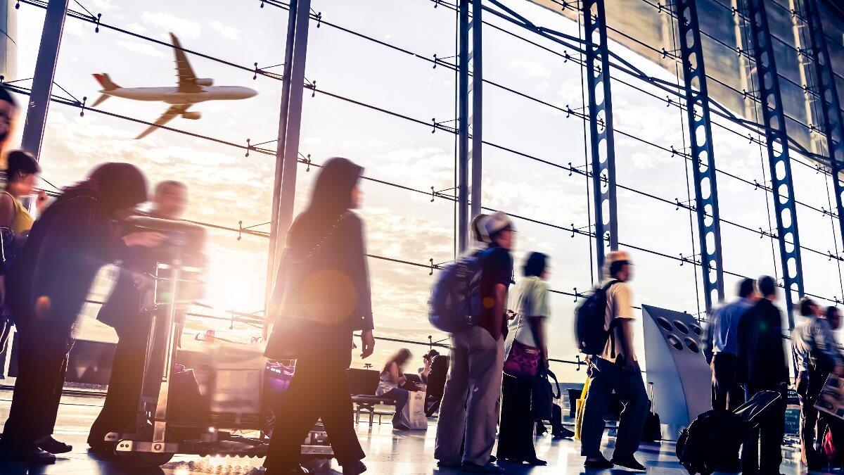 Аэропорт терминал зал ожидания много