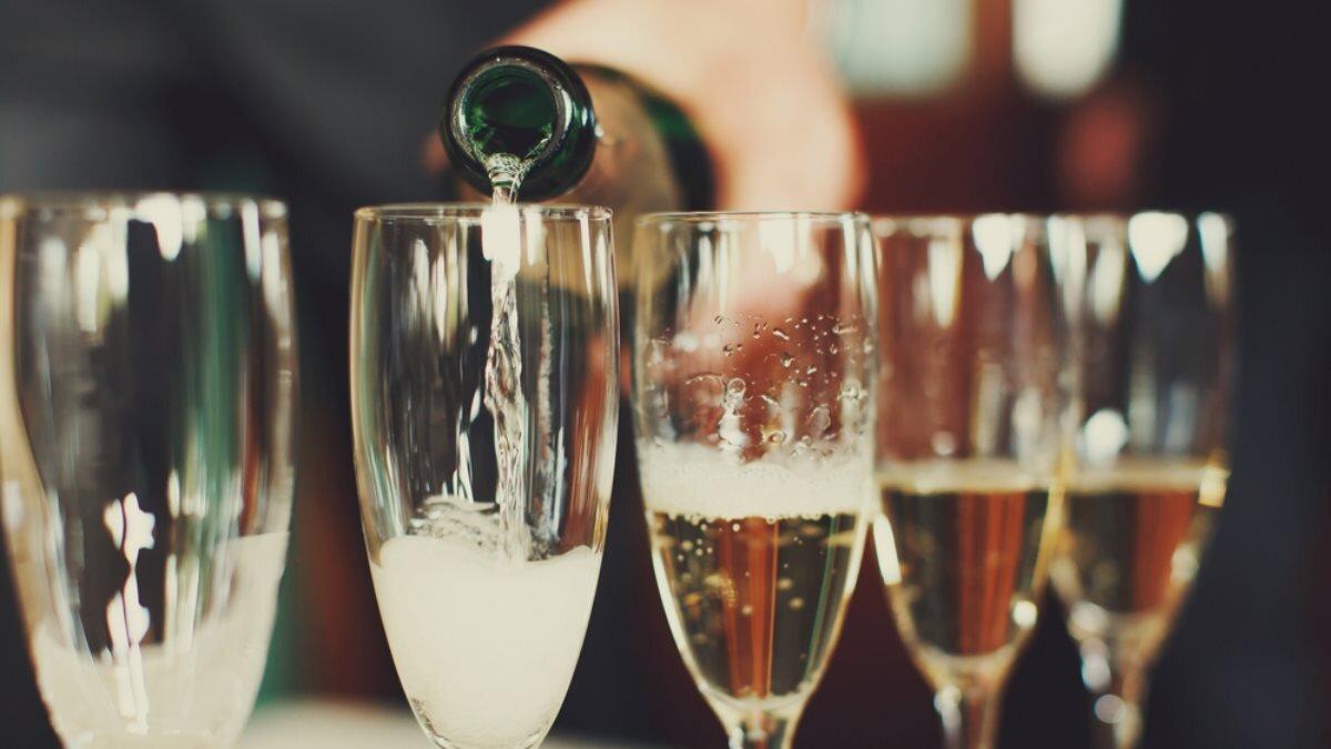 Алкоголь шампанское игристое вино