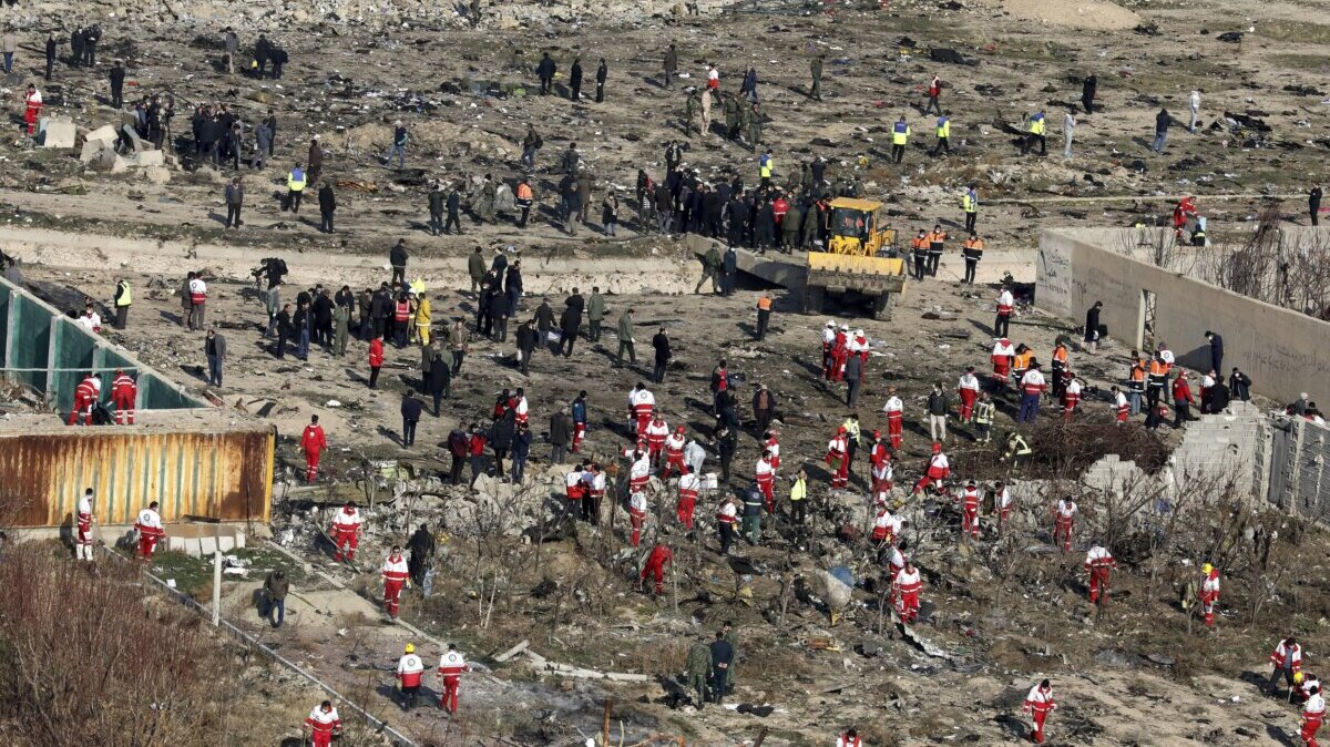 Иран. Тегеран. Поисковые работы на месте крушения пассажирского самолета Boeing-737