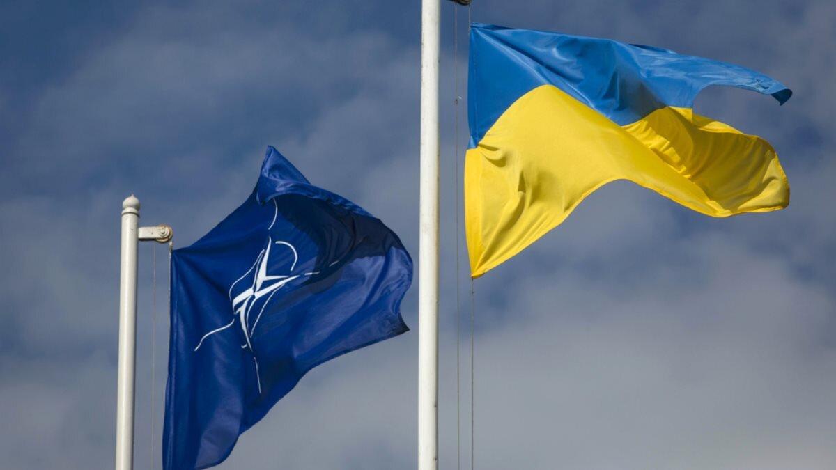НАТО Украина флаги небо тучи