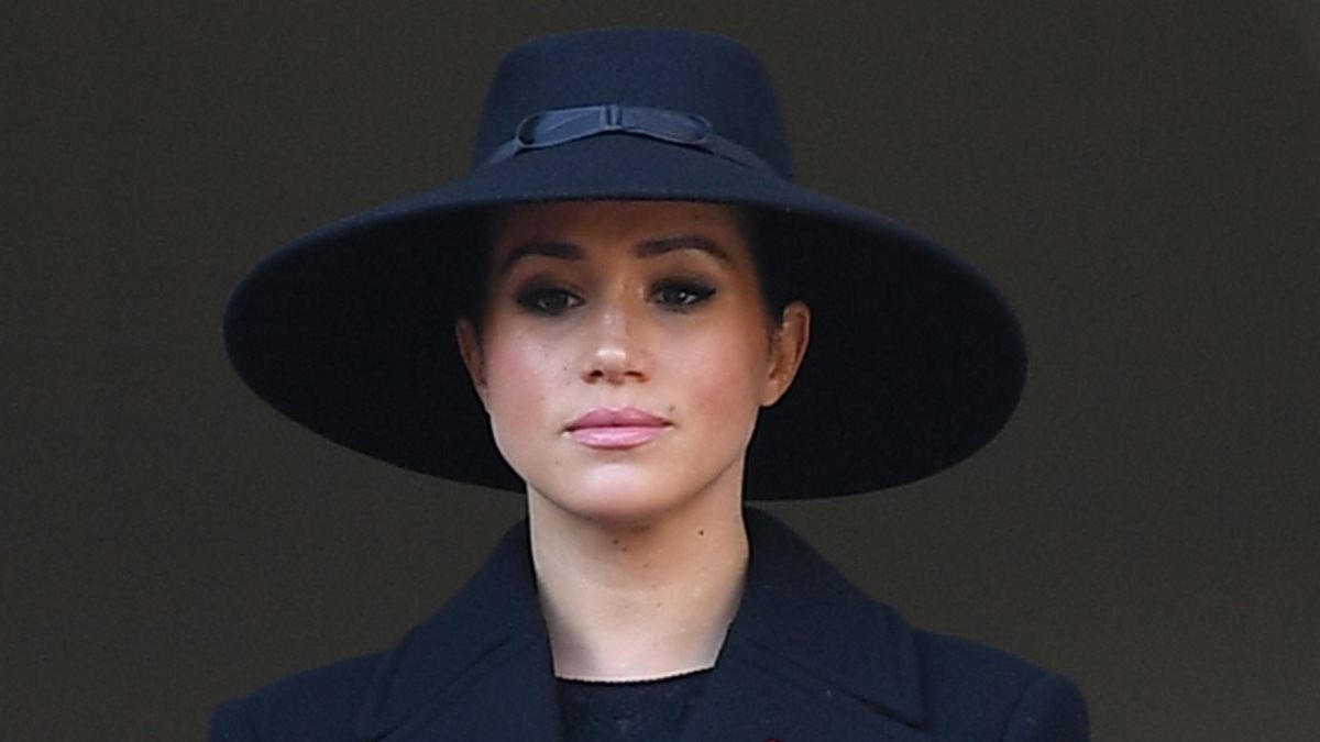 Меган Маркл - Meghan Markle в чёрной шляпе один
