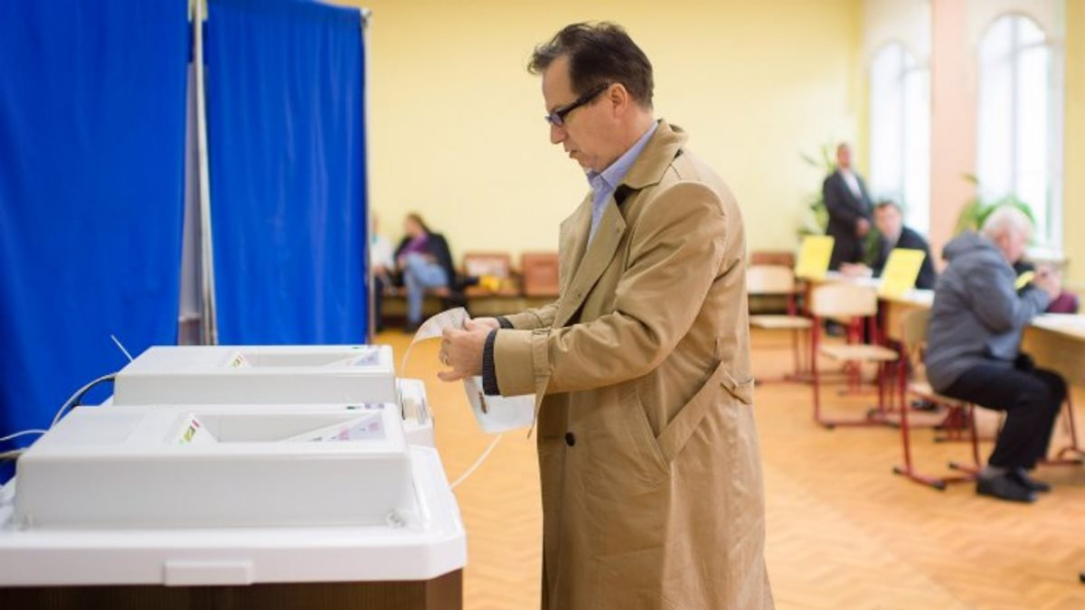 Выборы Россия РФ голосование избиратели бюллетень три