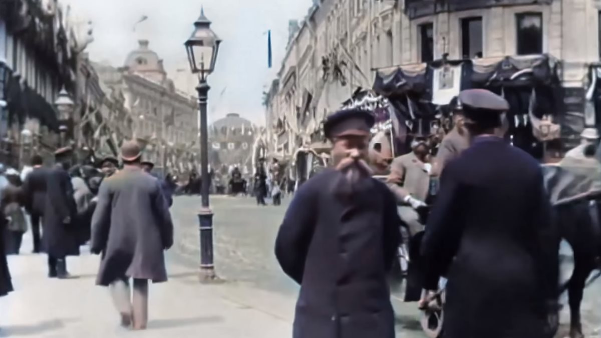 Нейросеть раскрасила видео из центра Москвы XIX века