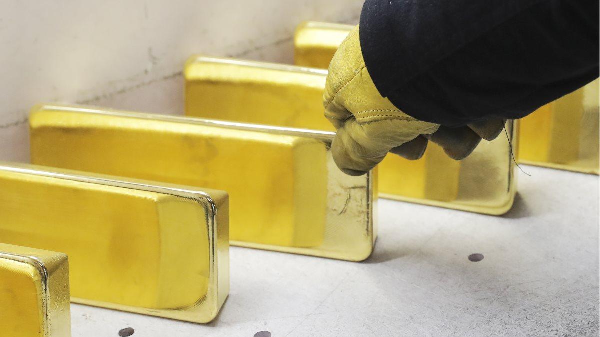 Золото золотые слитки