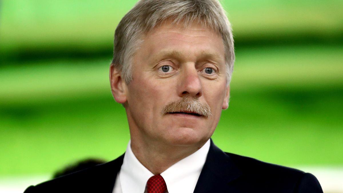 Пресс-секретарь президента России Дмитрий Песков зелёный фон