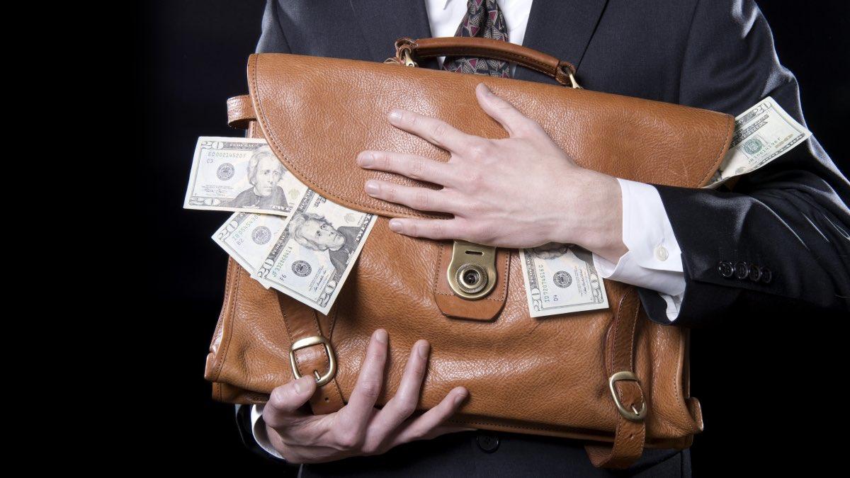 деньги в портфеле