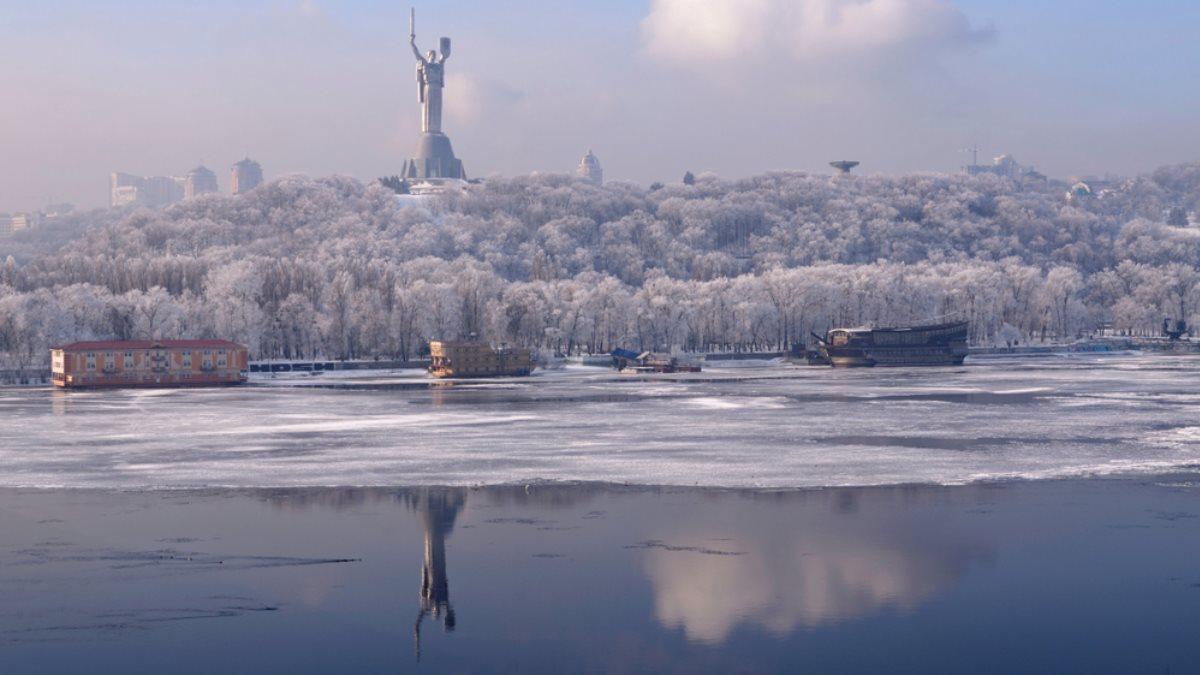 Река Днепр Киев Украина зима