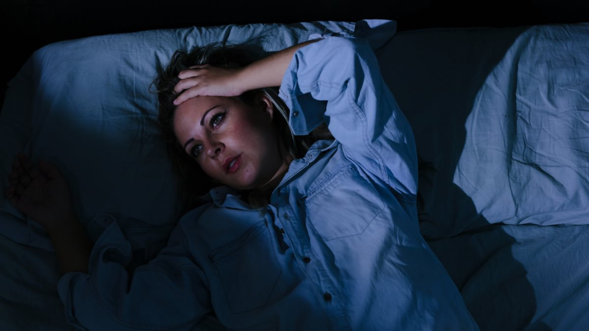 Бессонница женщина жара плохой сон кошмар