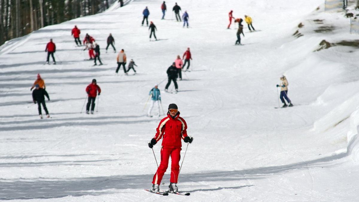 Горнолыжный курорт туризм лыжники