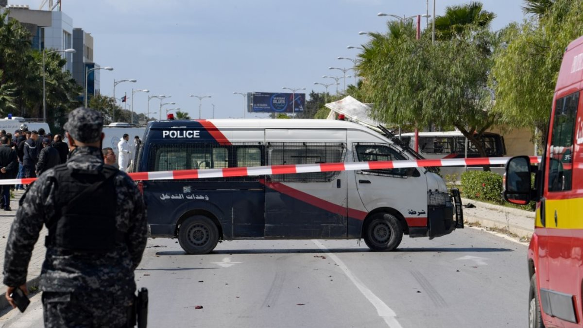 Тунис полиция оцепление