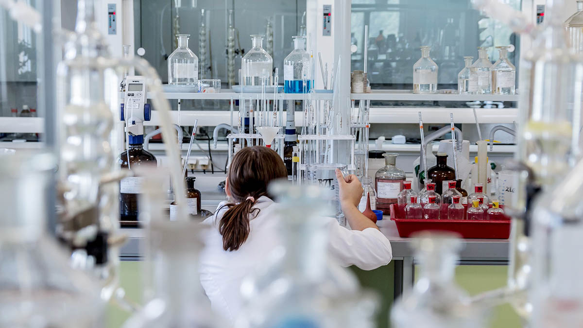 Коронавирус Лаборатория Пробирки Реактивы Лаборант