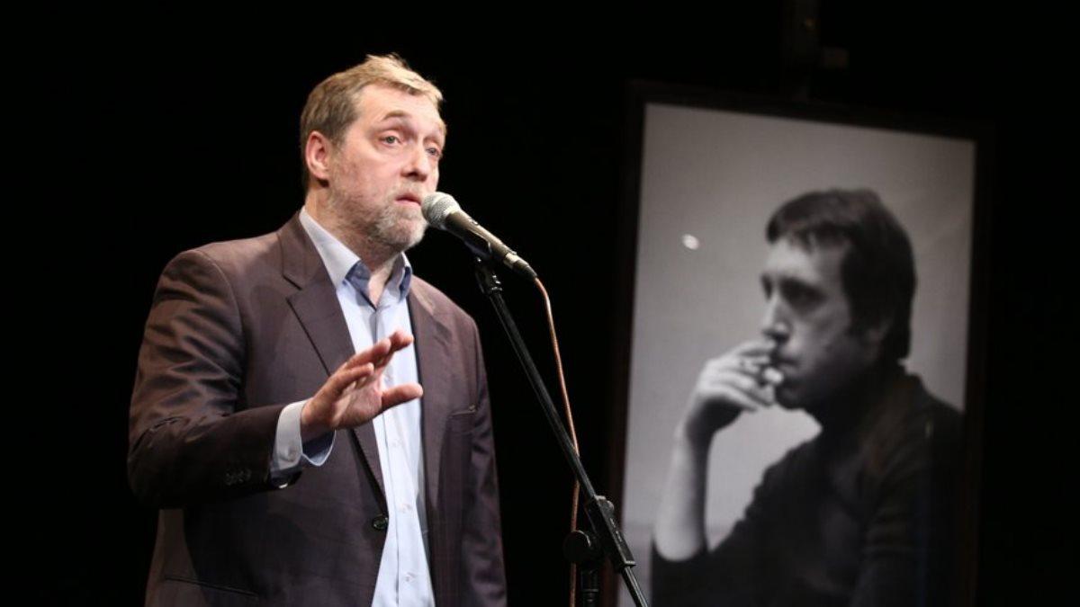 Актёр Никита Высоцкий на выставке в честь 79-летия со дня рождения Владимира Высоцкого