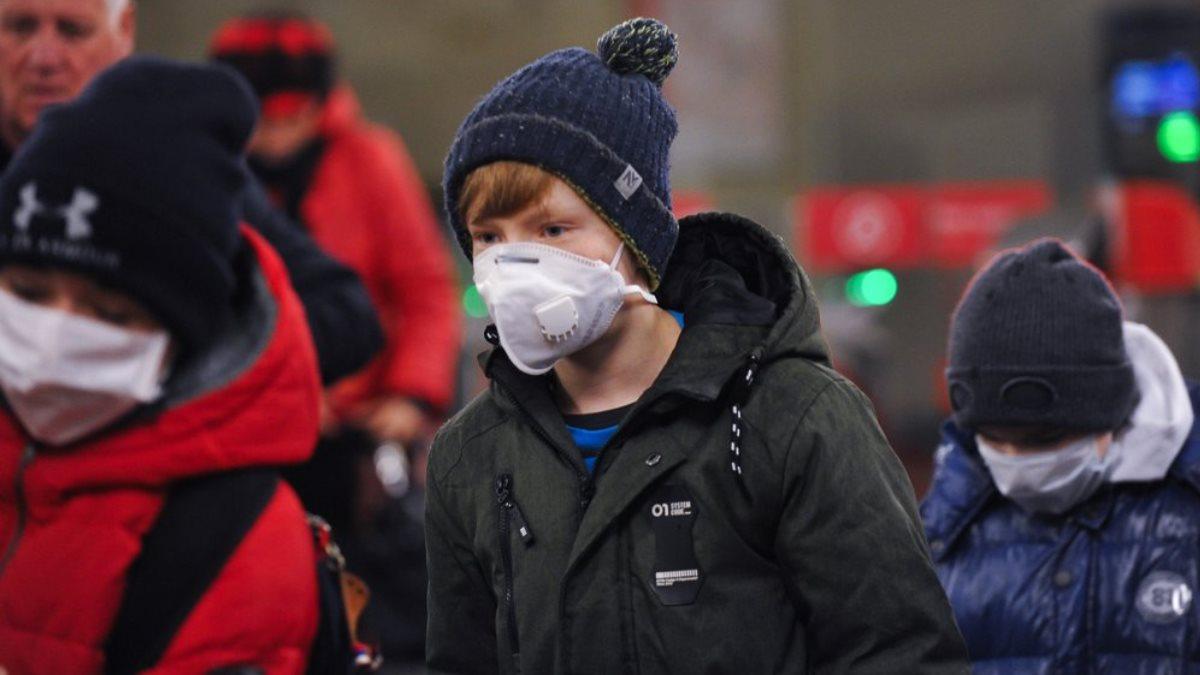 Дети в медицинских масках коронавирус