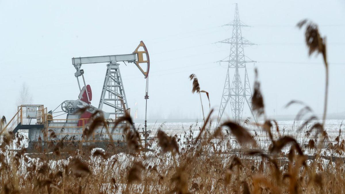 Нефть нефтяная вышка зима